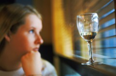 alcolismo che fare, vincere l'alcolismo, alcolismo come smettere, come si cura l'alcolismo, etilismo acuto terapia, alcolismo come comportarsi